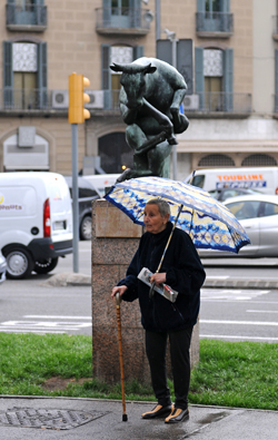 Woman and statue, Barcelona